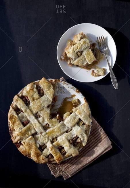 Rhubarb pie with slice