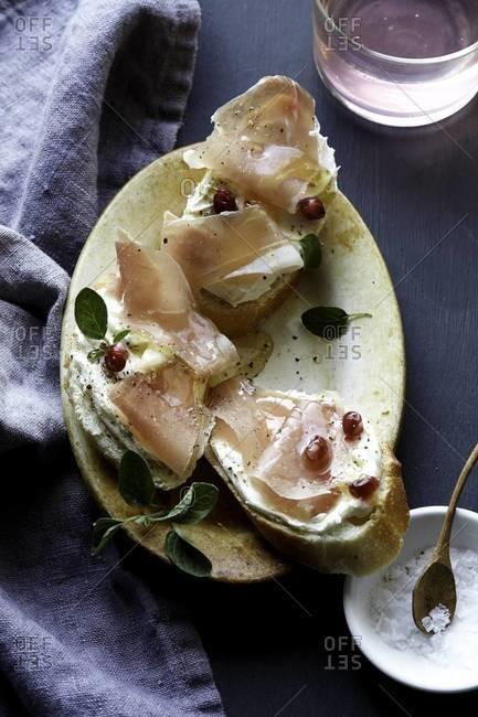 Crostini with prosciutto and honey