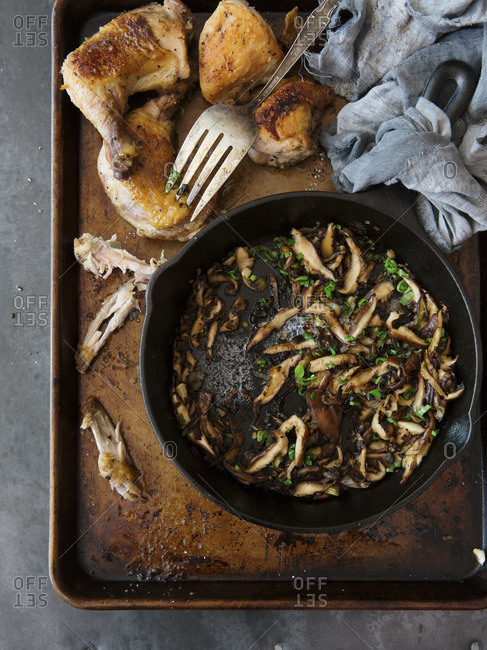 Crispy roasted chicken pieces with mushroom