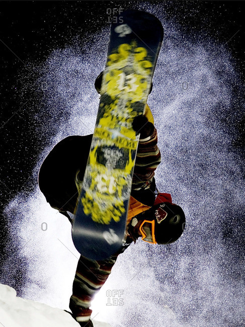 Man making tricks on snowboard