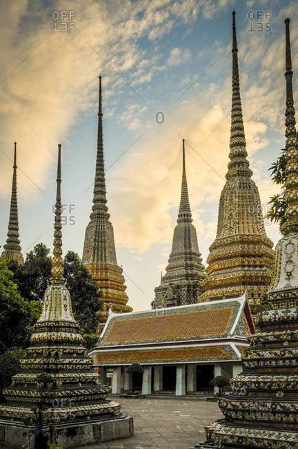 Sunset at the Wat Pho temple in Bangkok