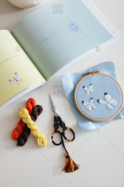 Composition with handicraft equipment - Offset