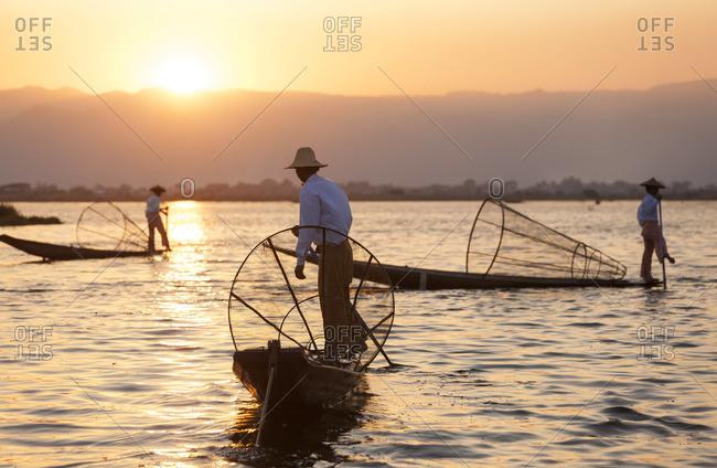 Intha fishermen at sunset, Shan state - Inle Lake, Myanmar (Burma)