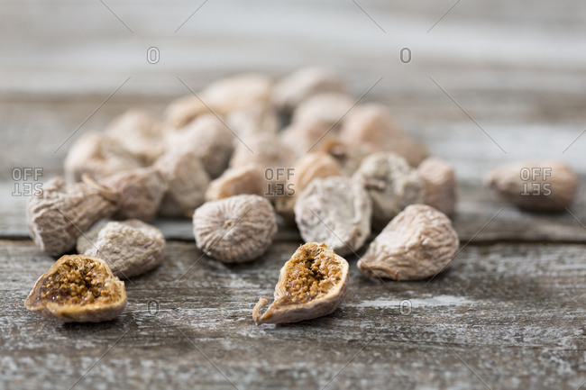 Dried figs coated with spelt flour on wooden table