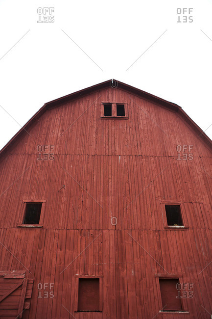 A rural red Vermont barn