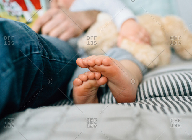 Little girls toes crossed