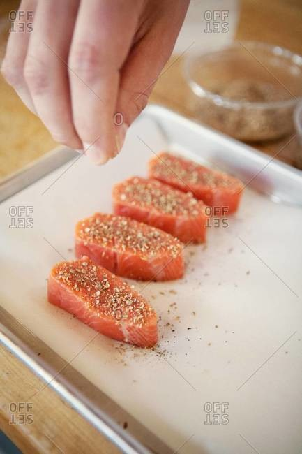 Seasoning salmon with coriander and black pepper