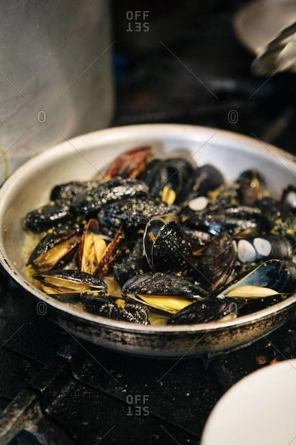 Preparation of mussels
