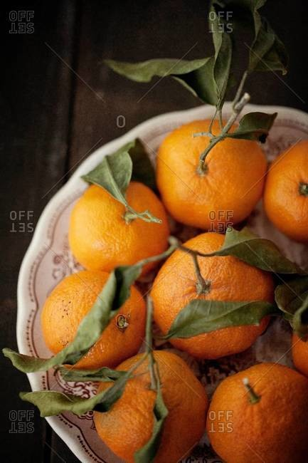 Top view of a plate of tangerines