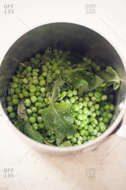 Cooking peas in pot