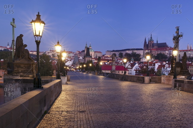 Illuminated Charles Bridge and Castle District with Hradcany, St. Vitus Cathedral and Royal Palace, Prague, Bohemia, Czech Republic, Europe