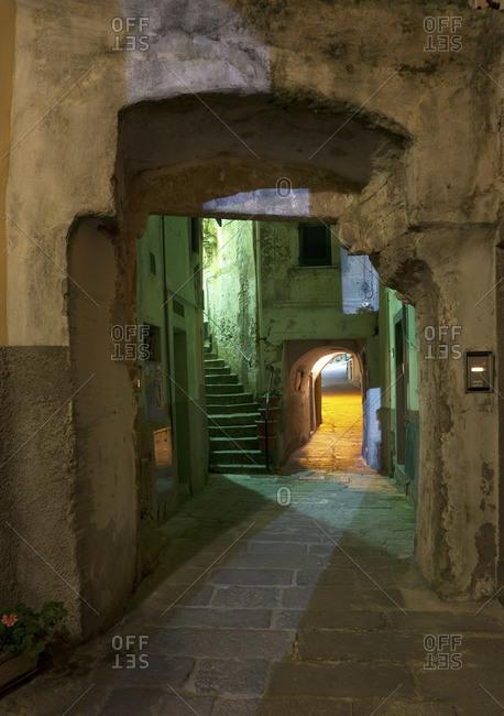 Riomaggiore alleyway, Cinque Terre, Italy