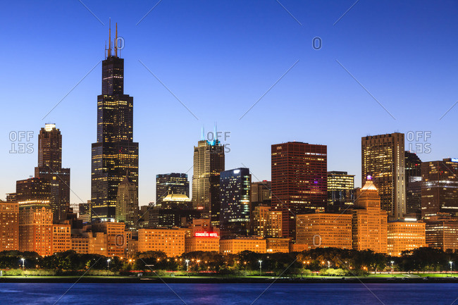 Chicago skyline and Lake Michigan at dusk with the Willis Tower, formerly the Sears Tower, on the left, Chicago, Illinois, United States of America, North America