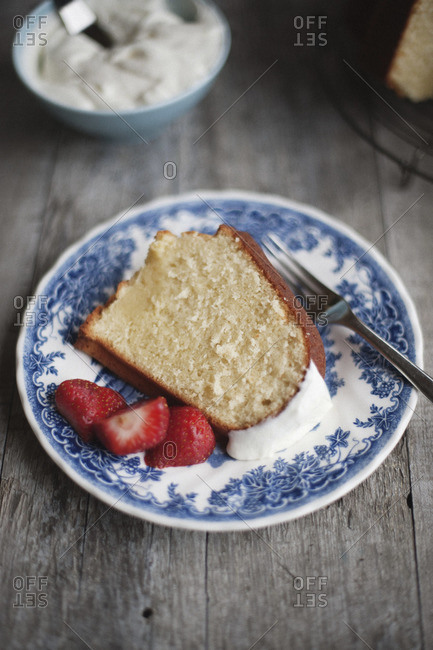Buttermilk pound cake with strawberries