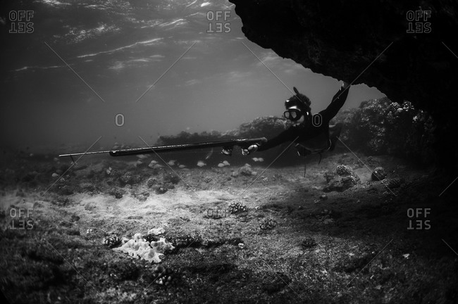 Spearfishing from the caves - Offset