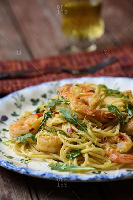 Shrimp and arugula with spaghetti