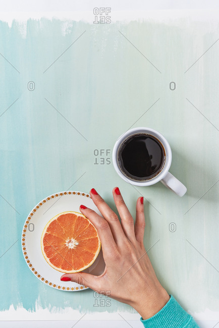 Top view of grapefruit and black coffee