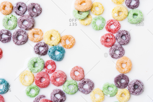 Ring-shaped, sweetened  breakfast cereal in milk