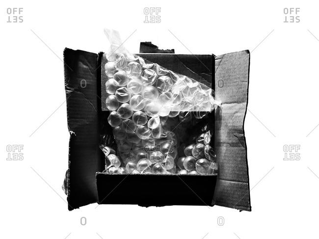 Carton box with bubble wrap