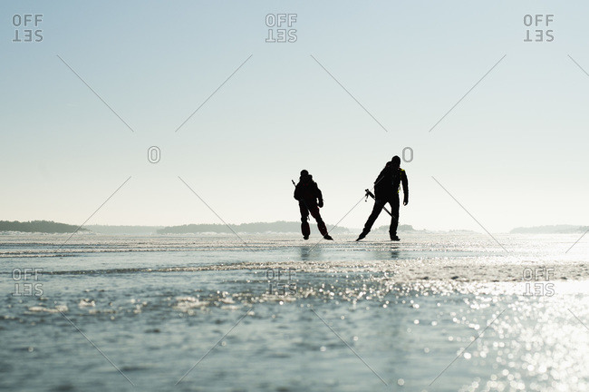 Long-distance skaters