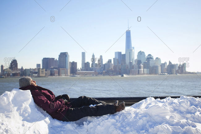 Mid adult man resting with Manhattan on background