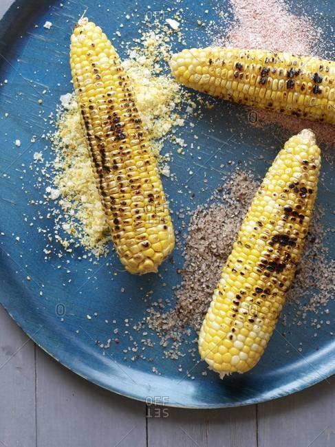Corn on the cob with seasoned salts