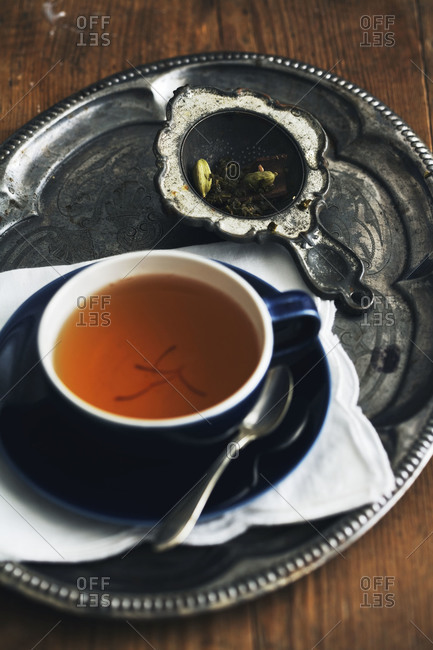 Tea with cardamom seeds and saffron