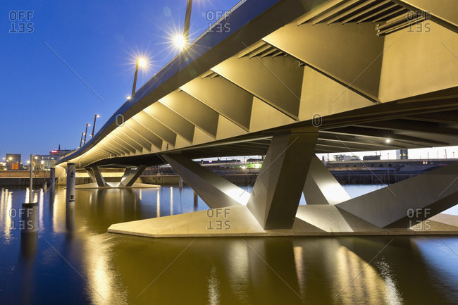 Bridge at Baakenhafen at night