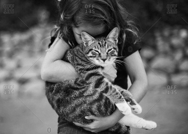 Girl hugging a cat - Offset