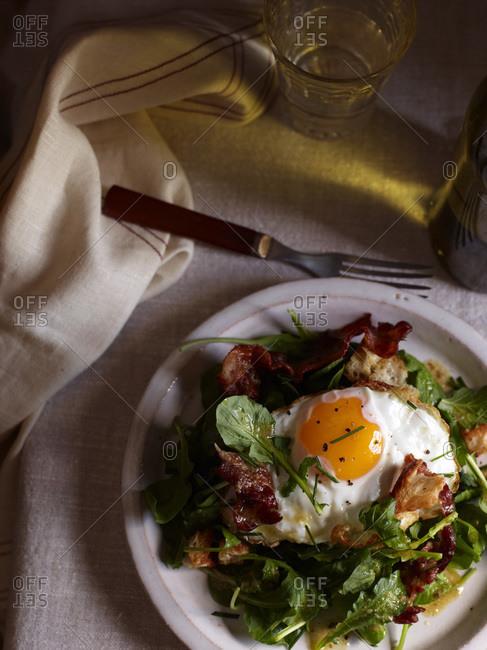 Poached Egg and Bacon Salad � Salad Lyonnaise