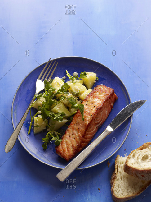 Roasted salmon fillet with potato