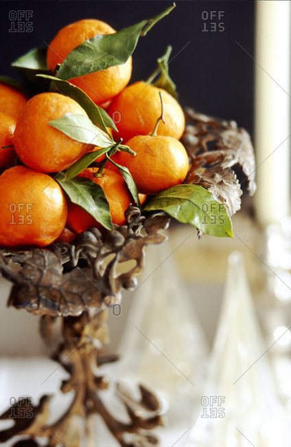 Tangerines in a fruit bowl