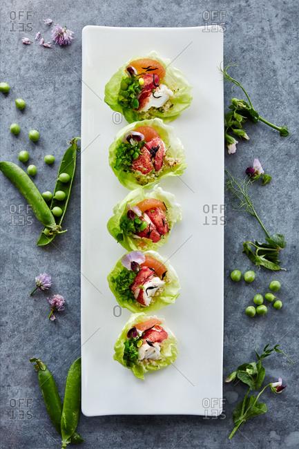 Crabmeat served in lettuce leaves