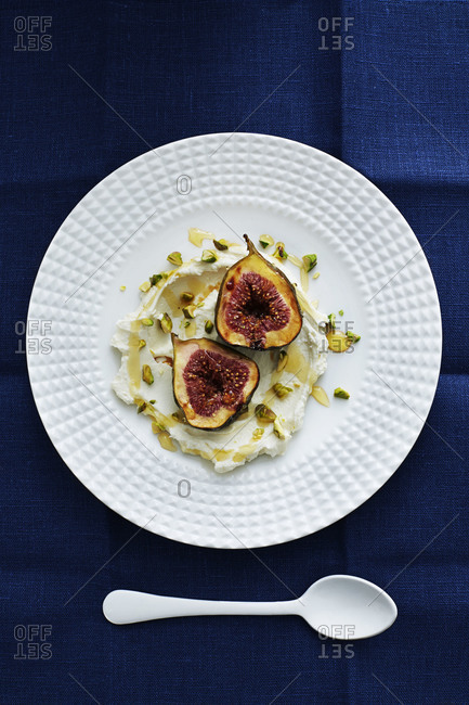 Figs with mascarpone drizzled with honey