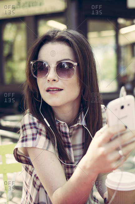 Young woman with mp3 player and coffee