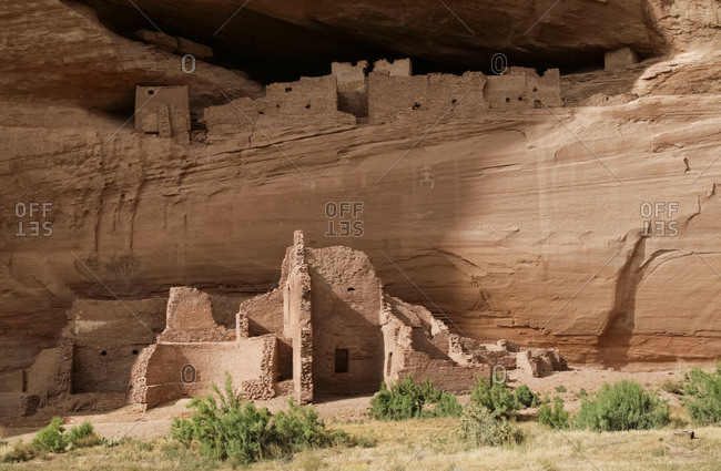 Remaining ancient cliff dwellings at the canyon floor in Canyon de Chelly, Arizona, United States
