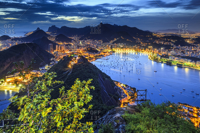 Guanabara Bay from the summit with Praia Vermelha, Copacabana beach, Flamengo beach, and Corcovado in the background