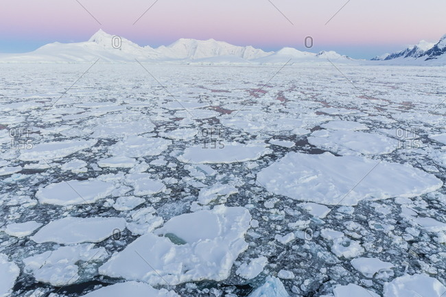 Transiting the Lemaire Channel in heavy first year sea ice