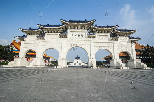 Huge gate in front of the Chiang Kai-Shek Memorial Hall