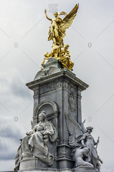 Statues of Queen Victoria and Goddess of Victory
