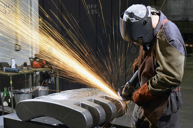 Working with grinding machine in a foundry