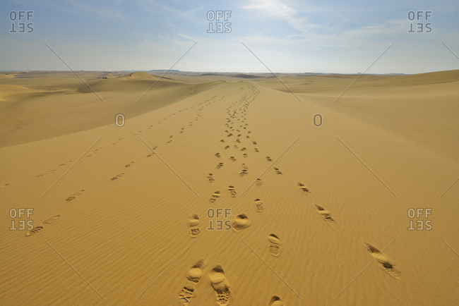 Footprints on sand dune, Matruh Governorate, Libyan Desert, Sahara Desert, Egypt, Africa