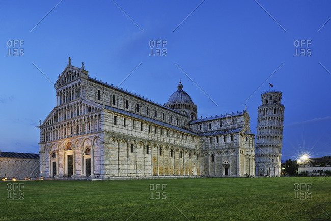 Duomo de Pisa and Leaning Tower of Pisa at night, Piazza dei Miracoli, Pisa, Tuscany, Italy