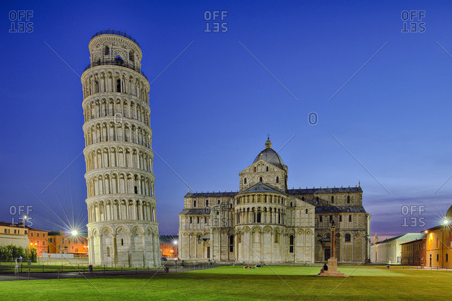 Leaning Tower of Pisa and Duomo de Pisa at night, Piazza dei Miracoli, Pisa, Tuscany, Italy