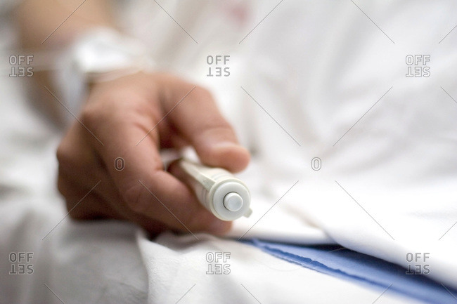 Auto-controlled epidural enables the patient to inject herself an anesthetic product depending on the pain she feels.