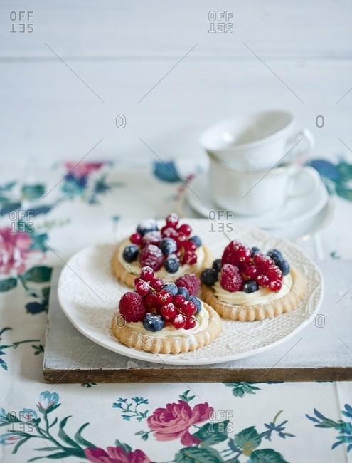 Berry tartlets with vanilla cream