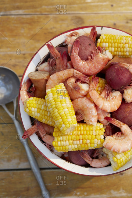 Low country shrimp boil with corn and potatoes