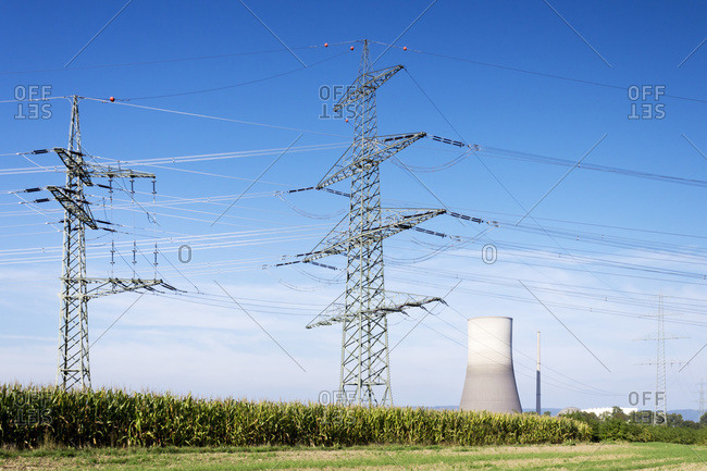 Nuclear power plant and power pylon