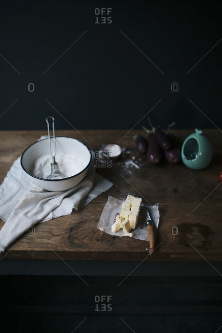 Making aubergine tart