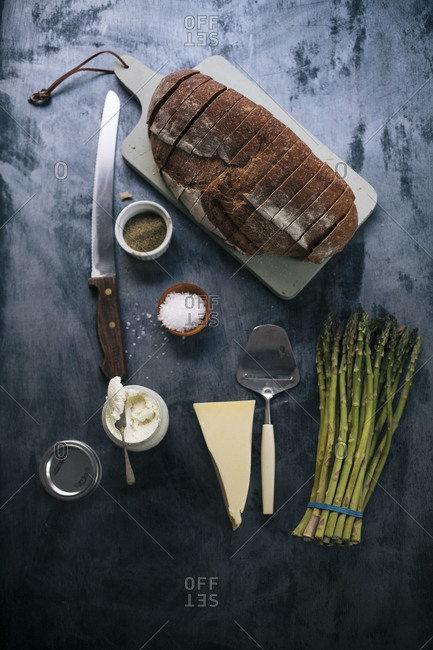 Ingredients for an asparagus tartine
